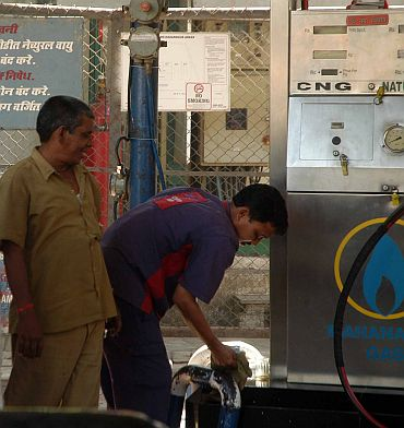 Gas shortage hits Mumbai; Taxis, autos off roads
