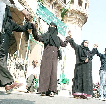 Women join a human chain for Telangana in front of the historic Charminar in Hyderabad