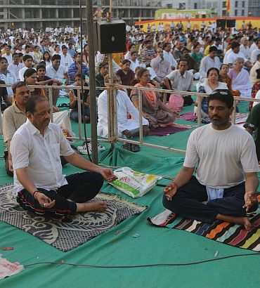 Baba Ramdev teaches yoga in Mumbai