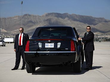 Members of Obama's Secret Service guard his limousine