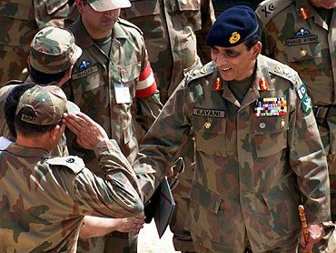 Pakistan army chief General Kayani with troops