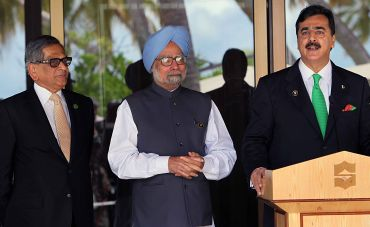 Prime Minister Manmohan Singh and Minister of External Affairs S M Krishna with Pakistan PM Yousuf Gilani