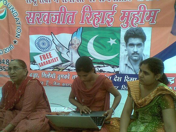 From Left to Right: Sarabjit's sister Dalbir Kaur, younger daughter Poonam, elder daughter Swapandeep
