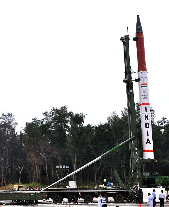 India tests new 3,000 km-range Agni-IV missile