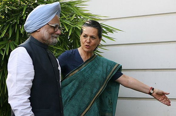 Sonia takes extra care to ensure Manmohan Singh is never seen to be undermined by her