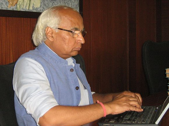 Sudheendra Kulkarni interacts with rediff readers during a live chat on Wednesday