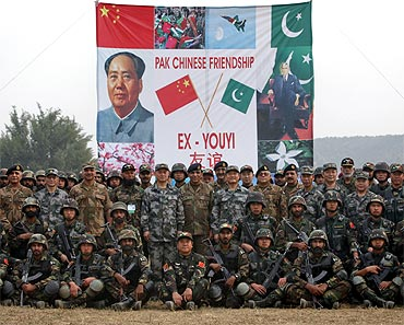 Pakistani Army Chief General Ashfaq Kayani and Chinese General Hou Shusen, deputy chief of general staff of the Chinese People's Liberation Army, pose for a group photo after joint military exercises in Jhelum, in Pakistan's Punjab province