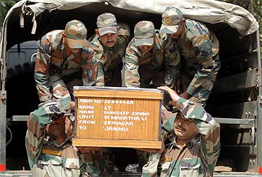Indian Army soldiers carry the coffin of an officer who was killed in a clash in Kashmir