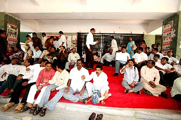 Government and non-govermental employees on strike in Hyderabad