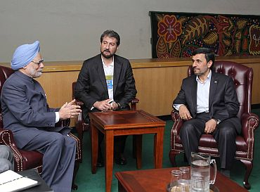 Indian Prime Minister Manmohan Singh holds talks with Iran President Mahmoud Ahmedinejad in New York