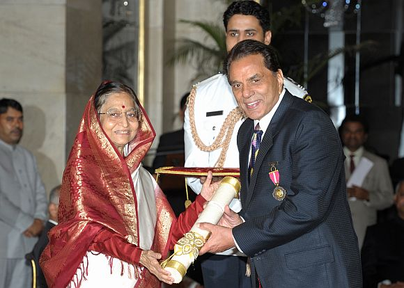 President Patil hands the Padma Bhushan award to Dharmendra