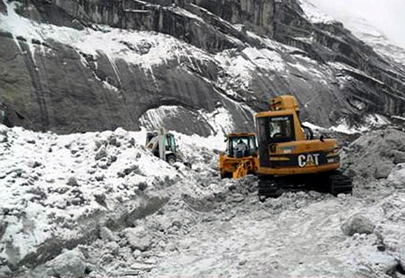 Rescue efforts in progress to find soilders buried in an avalanche at the Siachen Glacier