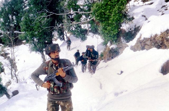 Indian soldiers train at high altitudes