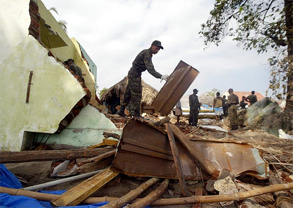 Soldiers clear debris in Cuddalore, Tamil Nadu, after the December 2004 tsunami
