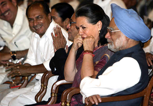 Remembering the good times: A  K Antony, Pranab Mukherjee, Sonia Gandhi and Manmohan Singh at the government's swearing-in ceremony in 2009