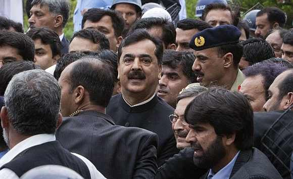 Pakistan's Prime Minister Yousuf Raza Gilani waves after arriving at the supreme court in Islamabad on Thursday