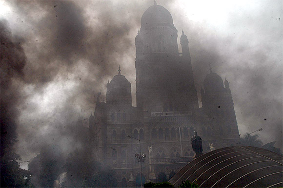 2 killed as protest turns violent in Mumbai
