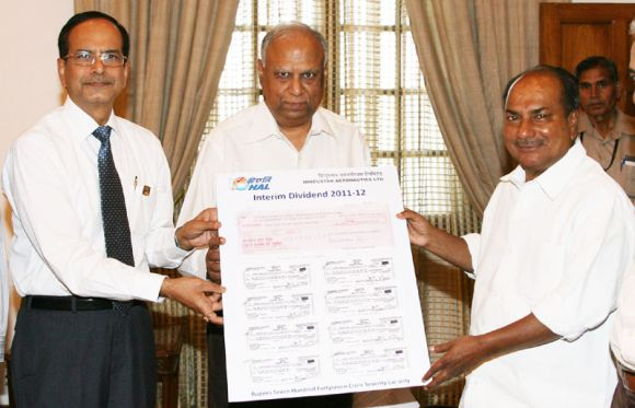 HAL chairman R K Tyagi presenting an interim dividend cheque of Rs.699.50 crore to Defence Minister A K Antony, in New Delhi on April 18, 2012.