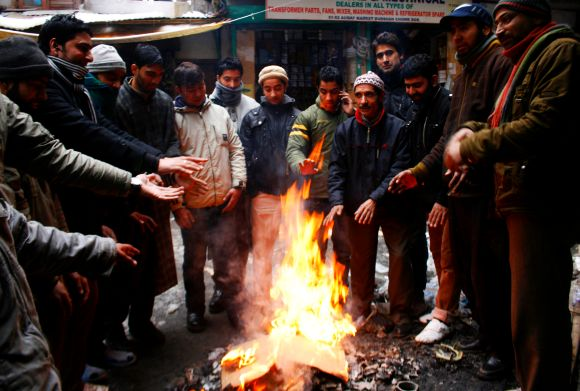 People in Srinagar keep themselves warm as cold wave continues its grip over Kashmir