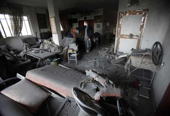 Israel air strikes hit Hamas HQ