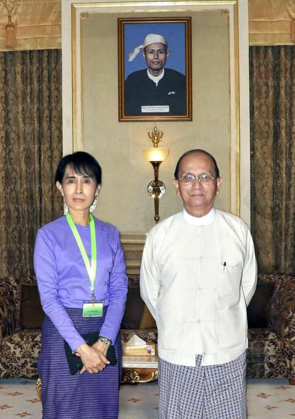 Mynamar's Aung San Suu Kyi meets President Thein Sein at the presidential palace in Naypyitaw