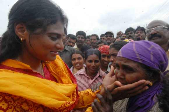 Sharmila Reddy lends an ear to a grieving woman during her rally in Kurnool district