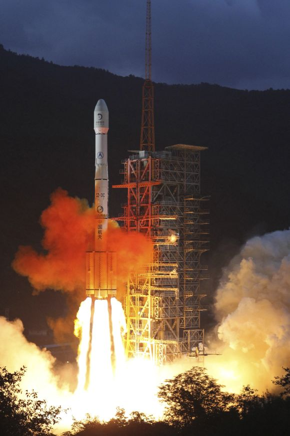 Long March 3C rocket carrying China's second unmanned lunar probe Chang'e-2 lifts off from the launch pad at the Xichang Satellite Launch Center in Sichuan Province
