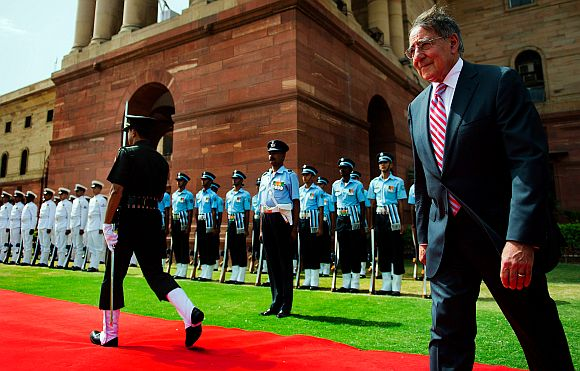 US Defence Secretary Leon Panetta inspects Indian troops during a welcoming ceremony at the Defence Ministry in New Delhi