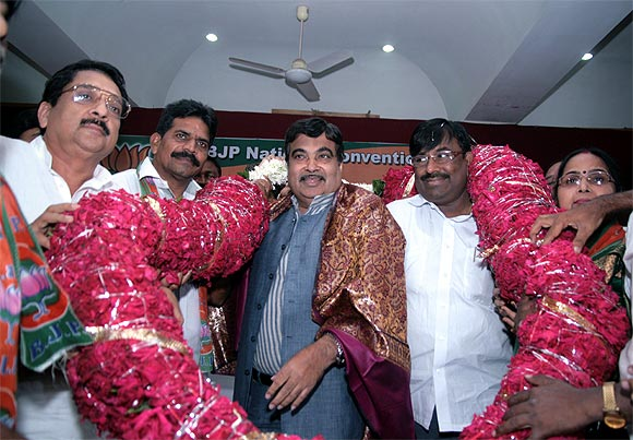 BJP President Nitin Gadkari gets a warm welcome at the National Convention on e-Governance.