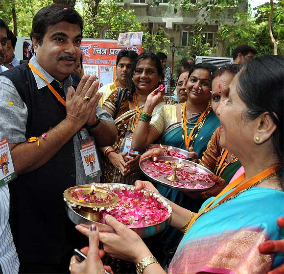Gadkari gets a traditional Maharashtrian welcome.