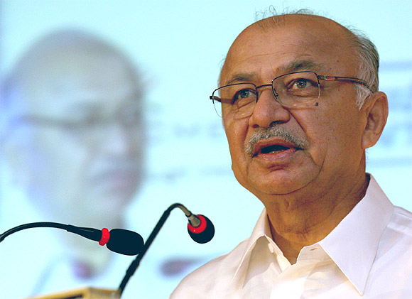 Home Minister Shinde wound up his speech quickly at the annual police chiefs conference.