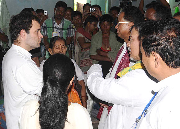 Rahul and Assam CM Tarun Gogoi take stock of the situation at a relief camp