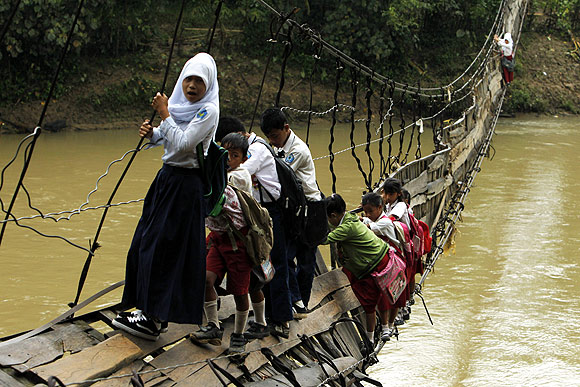 IN PHOTOS: Getting to school at ALL COSTS