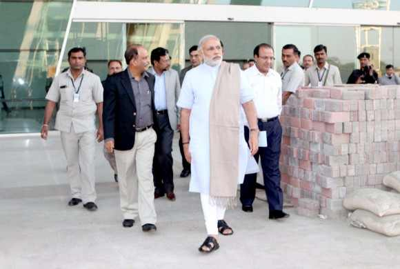Modi reviews preperations for 2013 Vibrant Gujarat Global Investors Summit