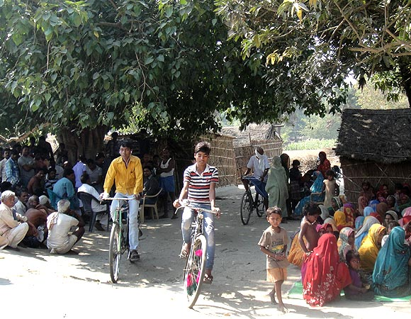 A sabha in a village near Marhaura, Bihar