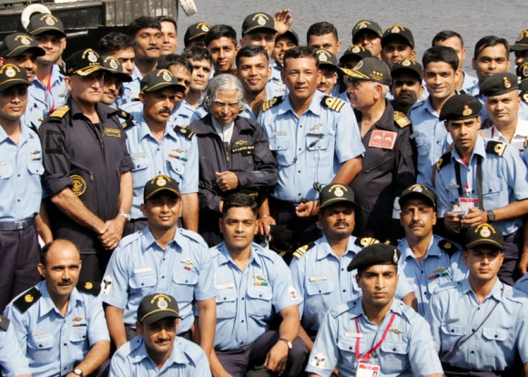 APJ Abdul Kalam, then president, poses with crew of INS Sindhurakshak on 13 February 2006