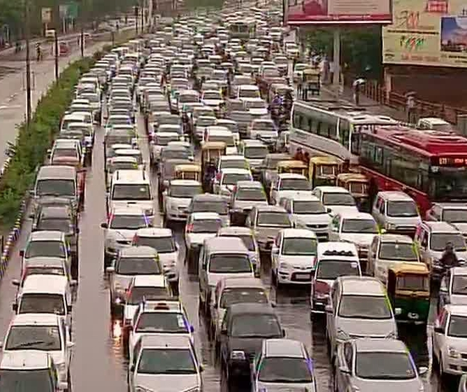 Traffic comes to a standstill in several parts of Delhi