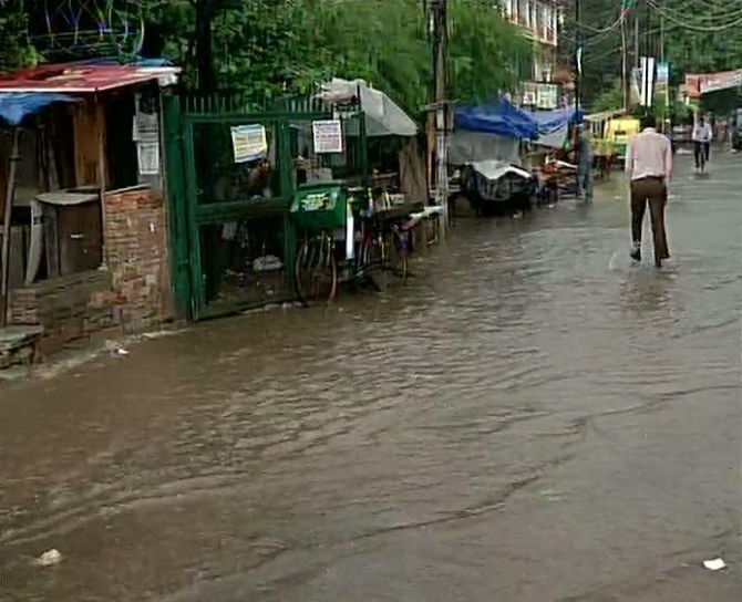 Drains overflowing in Delhi because of the rains