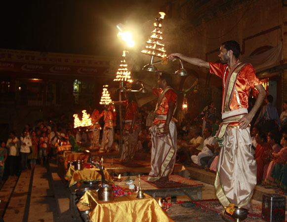 A soul-refreshing aarti on the banks of the Ganga.