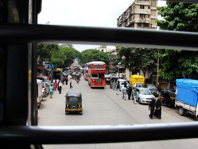 Bus 310 returning to Kurla from Bandra Terminus