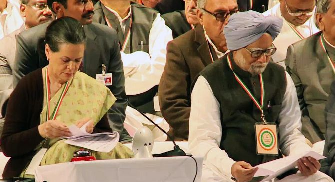 Congress president Sonia Gandhi with Prime Minister Manmohan Singh at a party conclave