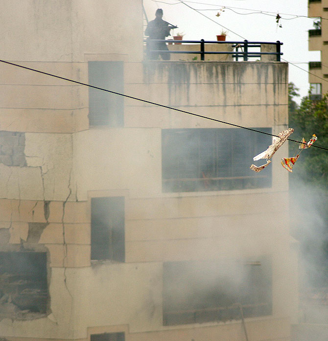 Indian commandos mount an attack against terrorists at Chabad House, Mumbai, November 28, 2008.