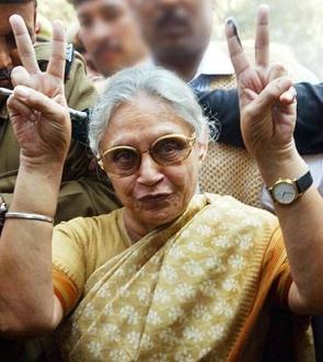 Pitted against Kejriwal, Sheila Dikshit keeps her fingers crossed