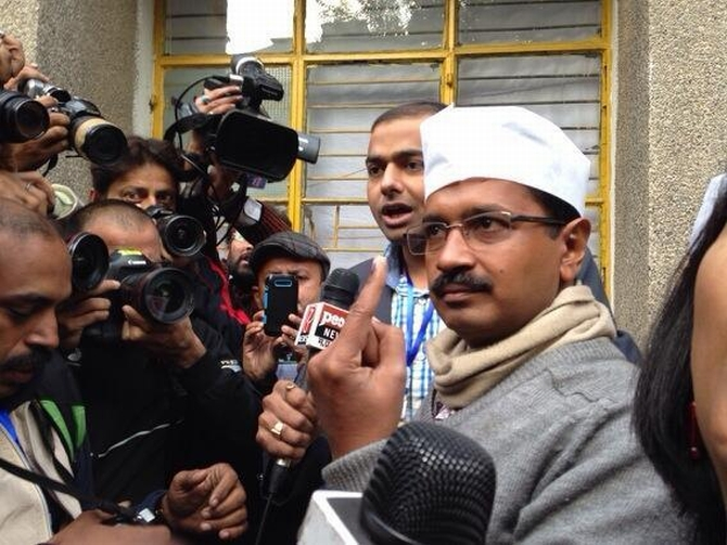 Arvind Kejriwal, Hamid Ansari among first to cast votes in Delhi