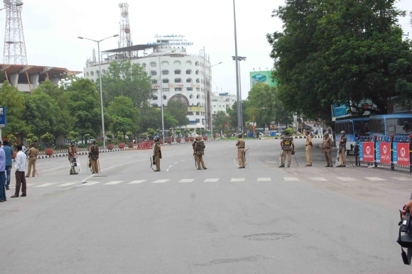 Heavy security set-up put in place in Hyderabad ahead of a pro-Telangana agitation