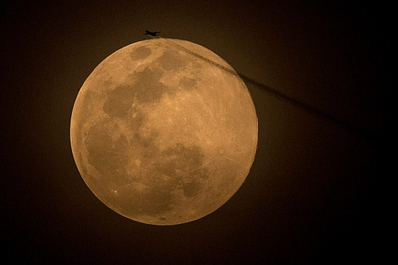 PHOTOS: Supermoon lights up night sky around the world