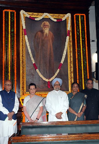 Prime Minister Manmohan Singh with Congress President Sonia Gandhi, BJP leader L K Advani and Lok Sabha Speaker Meira Kumar at an event in Parliament