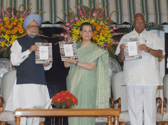 Prime Minister Dr Manmohan Singh releasing the 'Report to the People', at a function in New Delhi