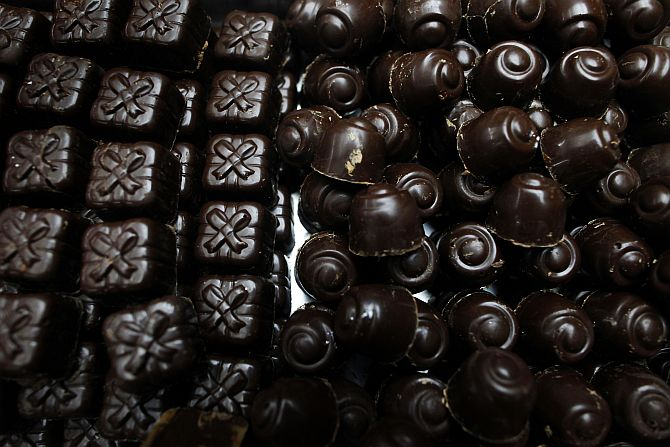 Round chocolates are 'sweeter' than square ones