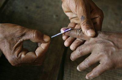 70 pc polling in Chhattisgarh; jawan dead in Naxal violence